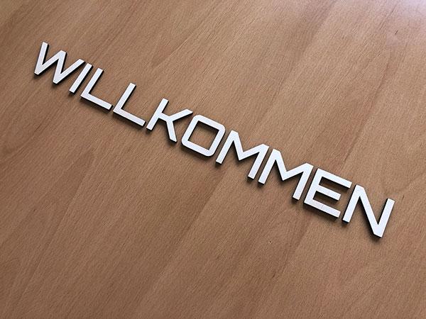 birkenholzbuchstaben-willkommen-klein