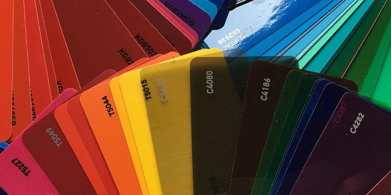 Farbige Klebefolie in vielen unterschiedlichen Farben