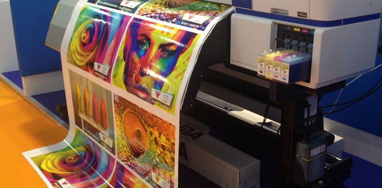 media/image/digitaldruckfolie-wird-bedruckt.jpg