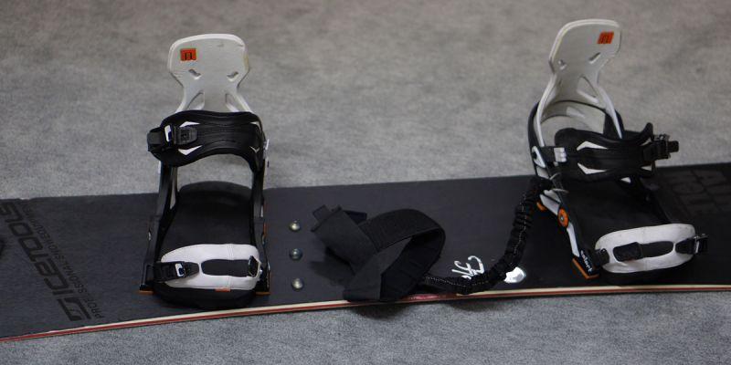 Snowboardfolie schwarz gebuerstet