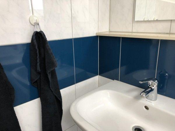Fliesenfolie am Waschbecken