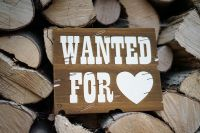 Wanted for Love Schild dunkel