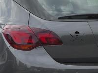 Schädel mit zwei Säbel Autoaufkleber